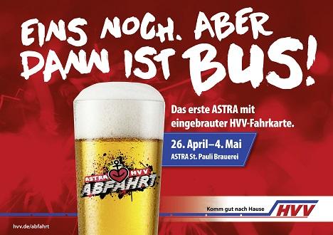 Zentraler Bestandteil der Kampagne ist das Aktionsbier 'Astra Abfahrt' inklusive eines HVV-Tickets in Form eines Bierdeckels für die Heimfahrt (Foto: HVV / Astra / Grabarz)