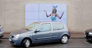 Mit einer humorvollen Aktion bewirbt Fiat seinen Parkassistenten (Foto: Leo Burnett)