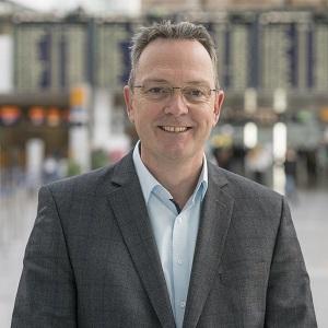 Jens Hassler ist Leiter Business Development und Marketing im Geschäftsbereich Commercial Activities der Flughafen München GmbH (Foto: Flughafen München)