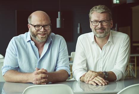 Christoph Nann (links) und Michael Carl freuen sich über süßes Neugeschäft (Foto: FCB Hamburg)