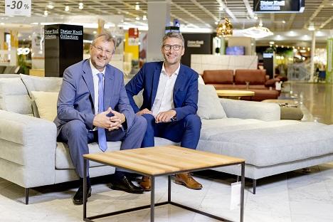 Wolfgang Erlebach, Geschäftsführer Premedia, und Thomas Saliger, Marketingleiter XXXLutz (Foto: Rene Horak)