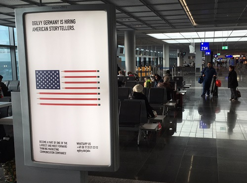 Ogilvy sucht am Frankfurter Abflug-Gate in die USA nach amerkanischen Storytellern (Foto: Ogilvy)